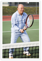 Older gentleman playing tennis – Colin Davies Physiotherapy – Vancouver, BC